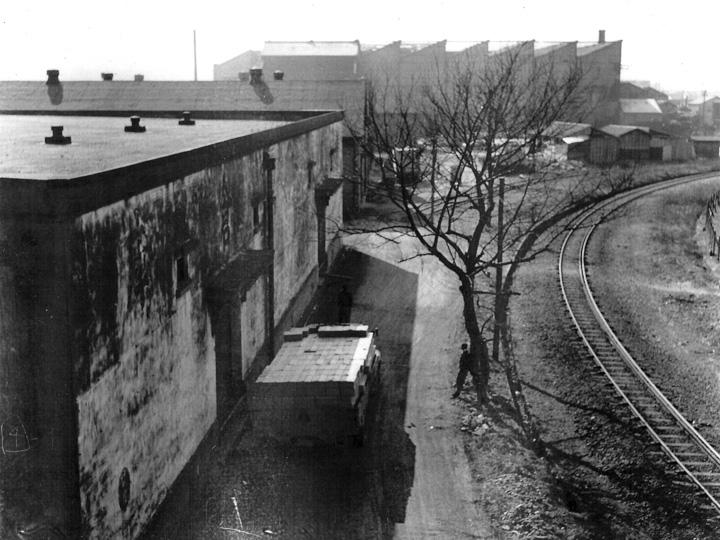 昭和31年2月頃撮影_倉庫と貨物引込線の風景(高島営業所)